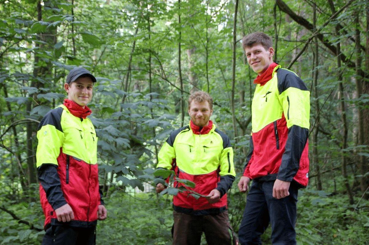 Vielfältige Ausbildung zum Forstwirt bei den Niedersächsischen Landesforsten –  drei neue angehende Forstwirte
