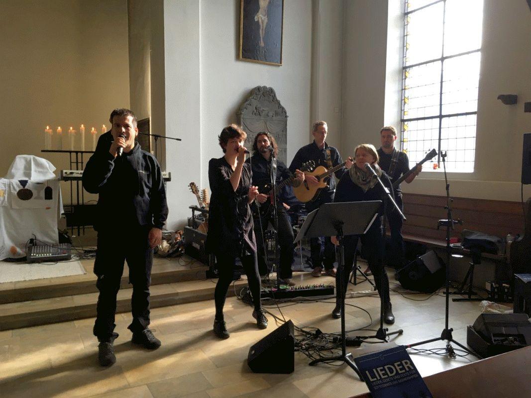 """""""Mut ist …"""" – Gottesdienst mit Amnesty-International und """"Shalom – die Kirchenband"""" in der Stadtkirche mit Agape-Mahl"""