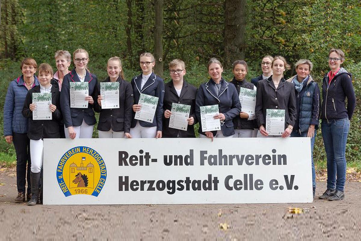 Abzeichenlehrgänge beim RuF Herzogstadt erfolgreich abgeschlossen