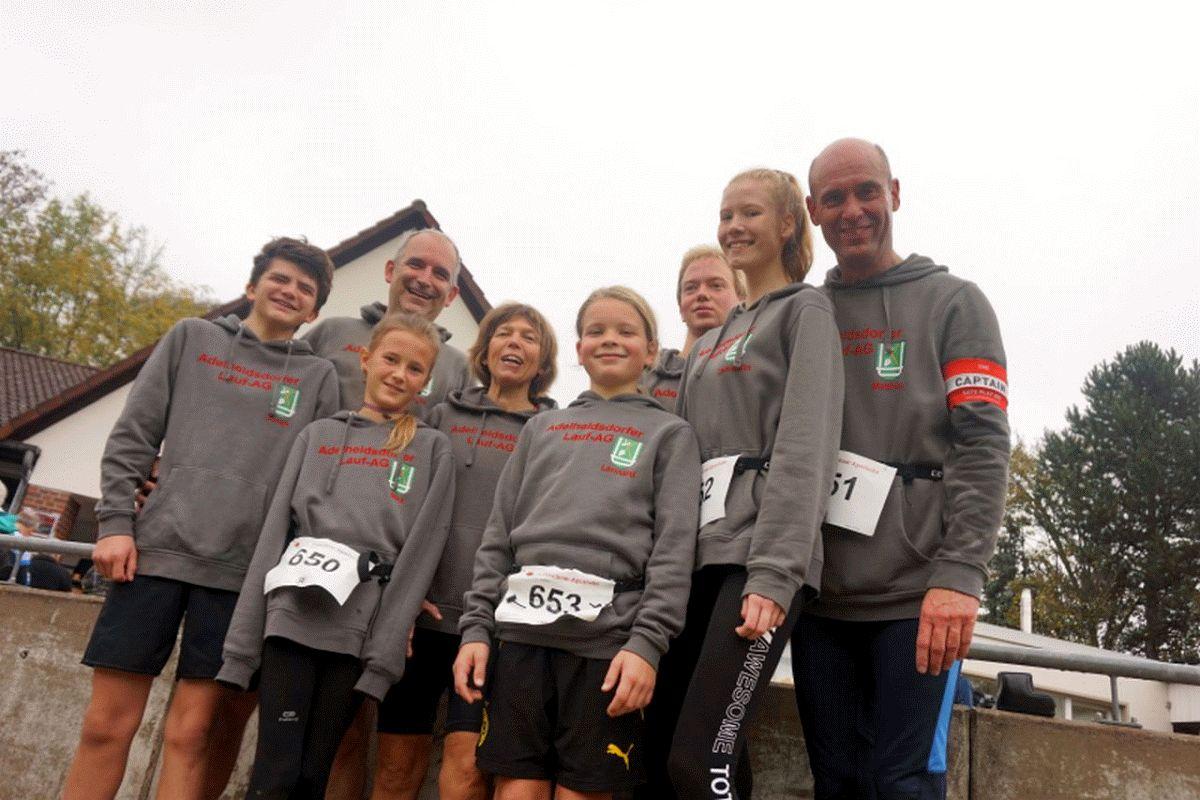Adelheidsdorfer Lauf-AG nimmt mit spitzenmäßiger Laufgruppe an Volkslauf in Ricklingen teil