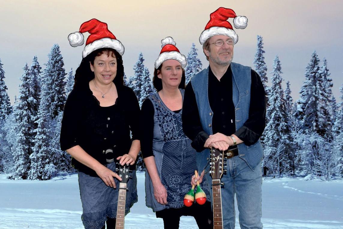 """Kunst & Bühne feiert """"Wiehnachten en bietje anners"""" – Das Gitta Franken-Dreebladd begeht die Adventszeit auf Platt"""