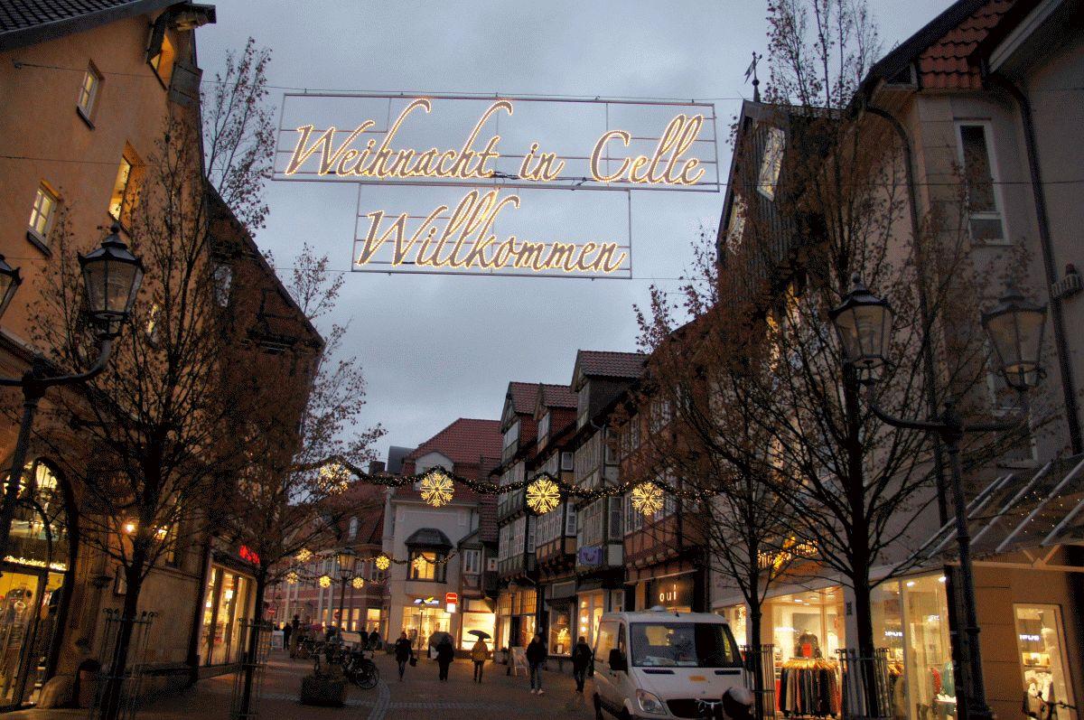"""Der Weihnachtsmarkt ist eröffnet: """"Best Christmas City"""" Celle mit Weihnachtsmarkt in der Altstadt und Winterzauber mit Eisbahn vor dem Schloss"""