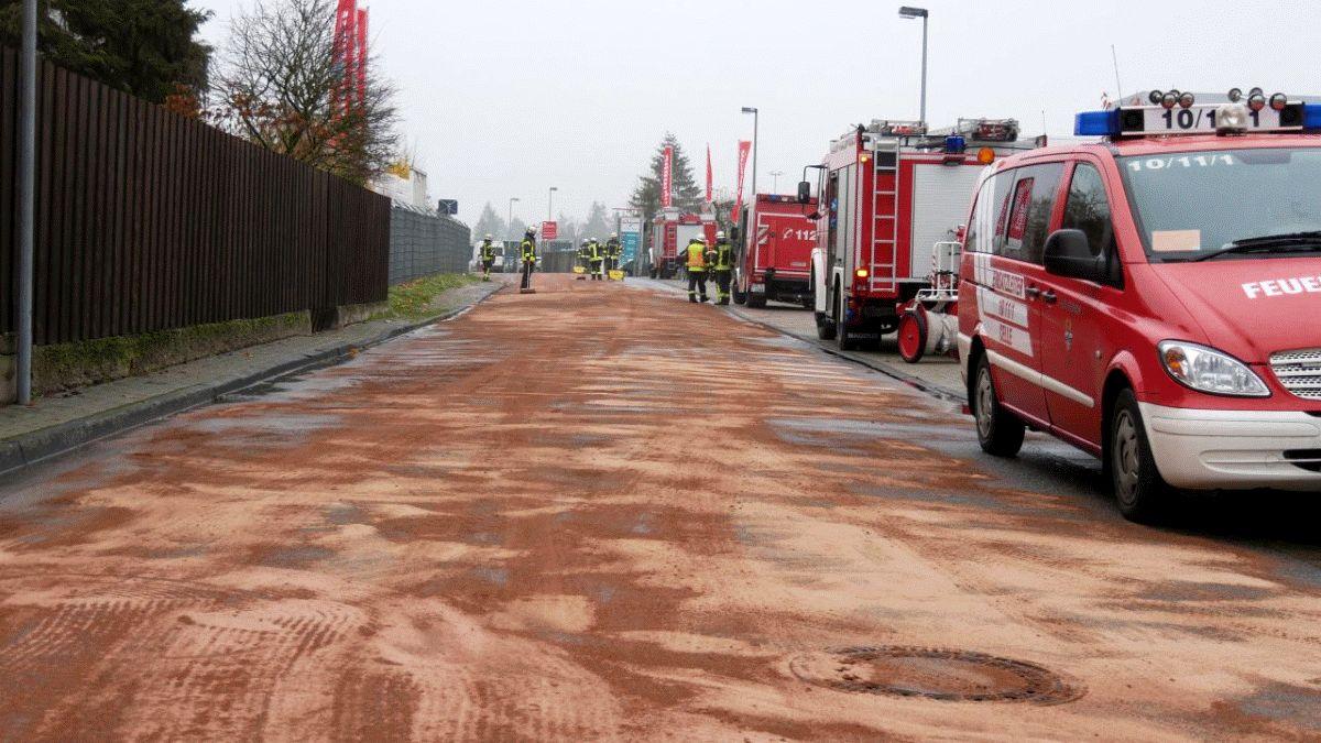 """Größere Ölspur in der Straße """"Im Rolande"""""""