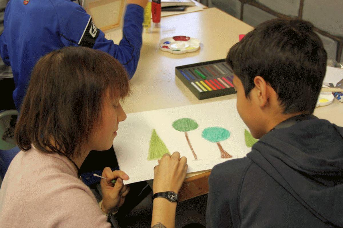 Jugendliche schaffen Kunst im Bergwerk