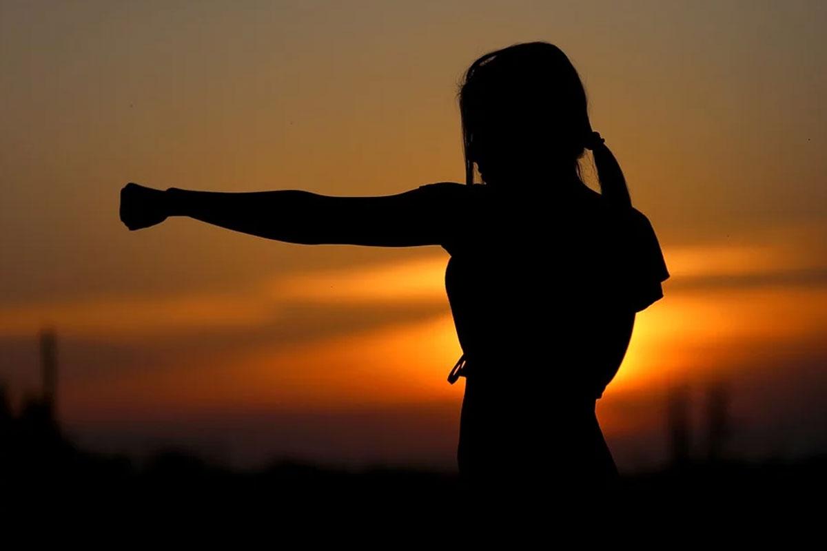 Selbstverteidigungskurse für Frauen und Mädchen