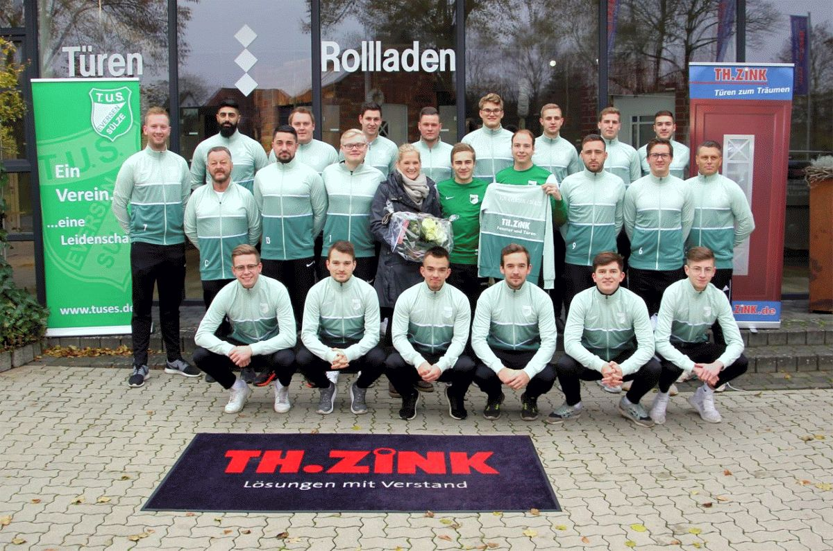 Th. Zink GmbH sponsert TuS Eversen/Sülze 1. Herren neue Trainingsjacken