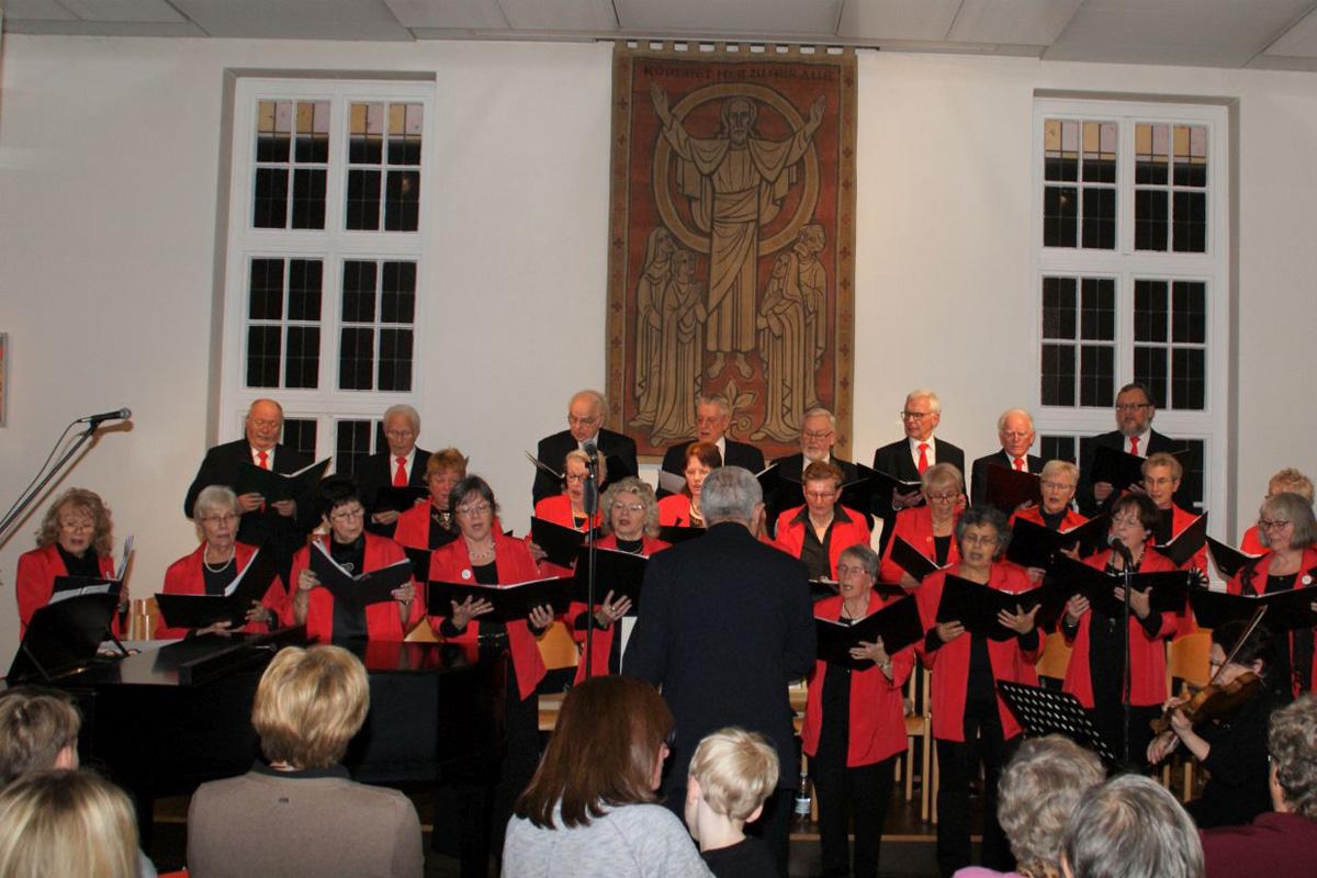 Adventskonzert als Abschluss im Jubiläumsjahr – Gesangverein Freiheit Hambühren überzeugt mit abwechslungsreicher Darbietung