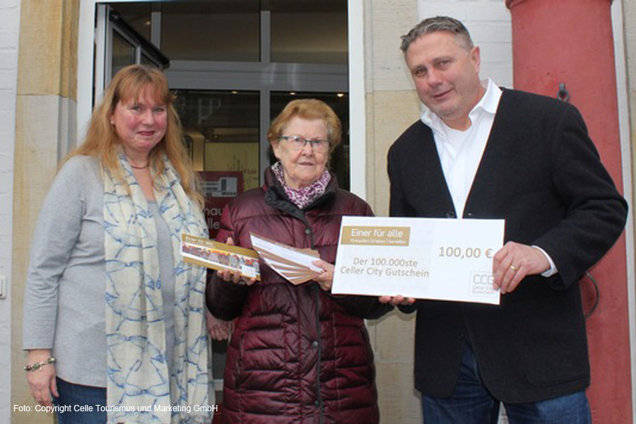 100.000ster Celler City Gutschein beschert Cellerin 100 Euro und ein noch schöneres Weihnachtsfest