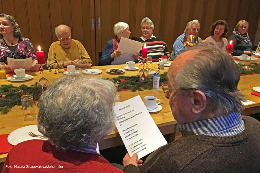 Kaffee, Kuchen und Weihnachtslieder gegen die Einsamkeit – Celler Johanniter organisieren Senioren-Adventskaffee