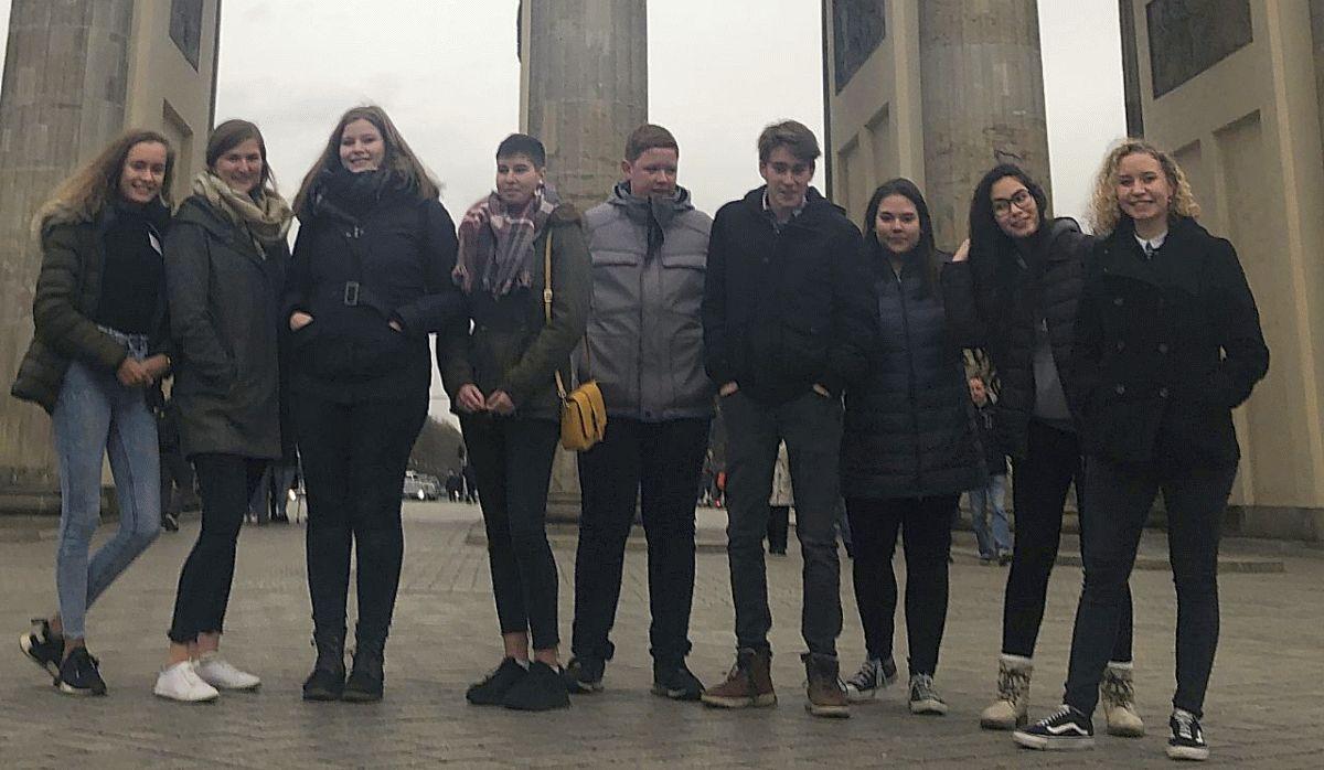 Celler Jungschützen besuchen Henning Otte in Berlin