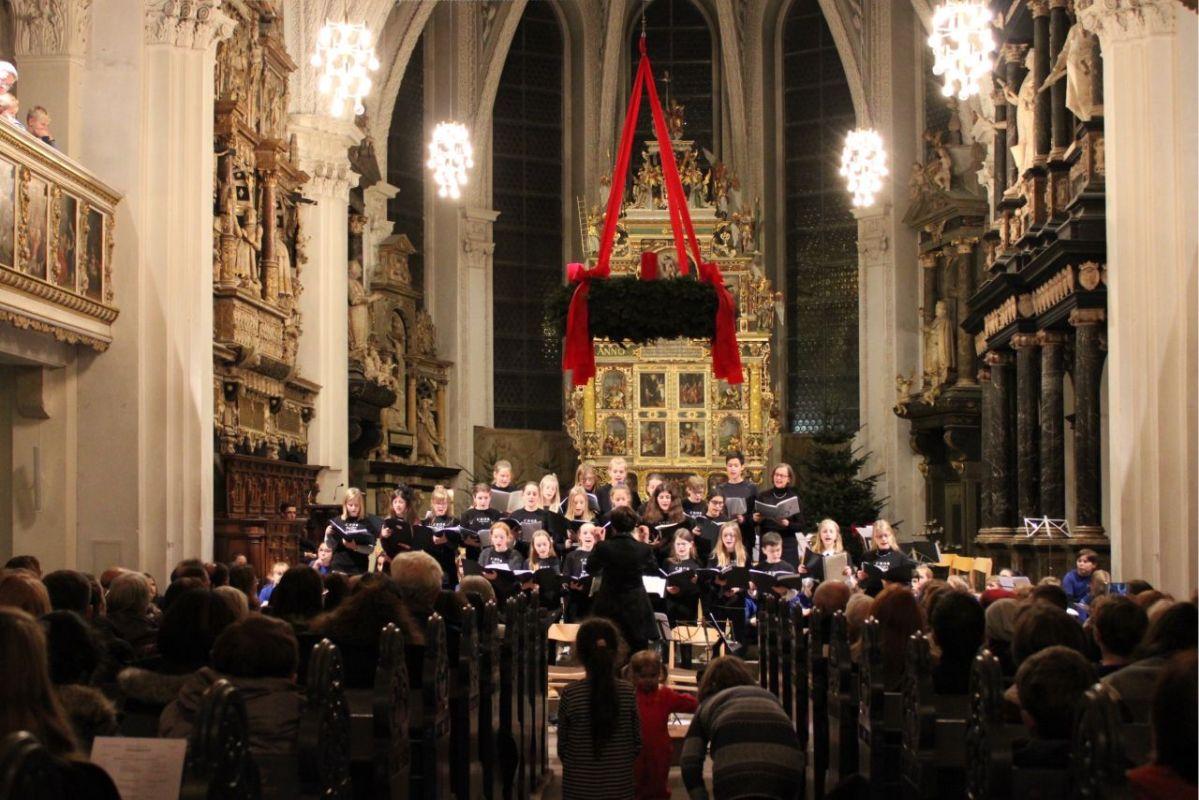 Festliches Weihnachtskonzert des Gymnasium Ernestinums in der Stadtkirche