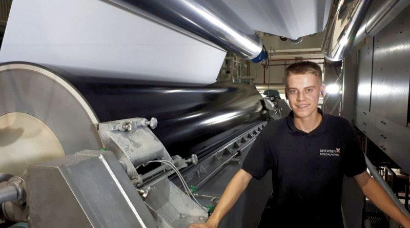IHK ehrt die bundesweit besten Ausbildungsabsolventen –  Mit dabei: Eric Fett, Papiertechnologe bei Drewsen Spezialpapiere in Lachendorf.