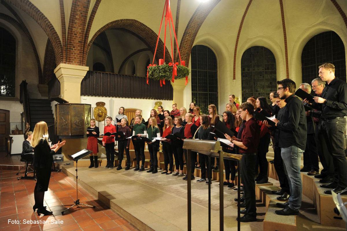 Jetzt kann es Weihnachten werden – Konzert des CGH in der Peter und Paul-Kirche