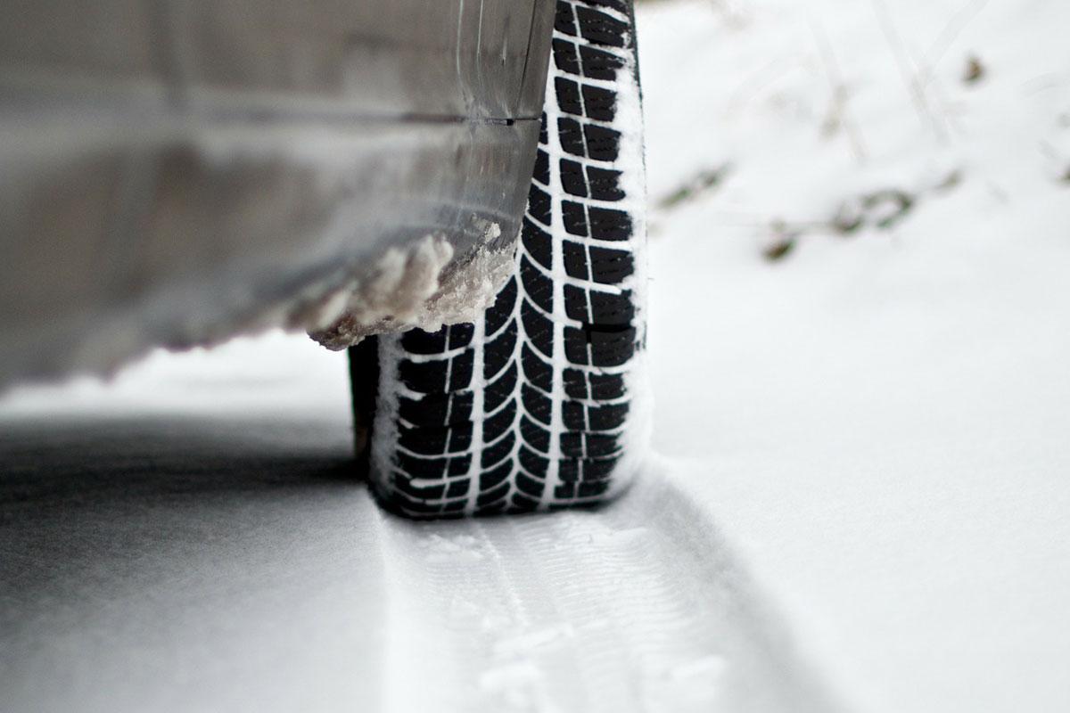 Vom Frostschutz bis zum Türenteiser – ADAC Tipps: So wird das Auto fit für den Winter