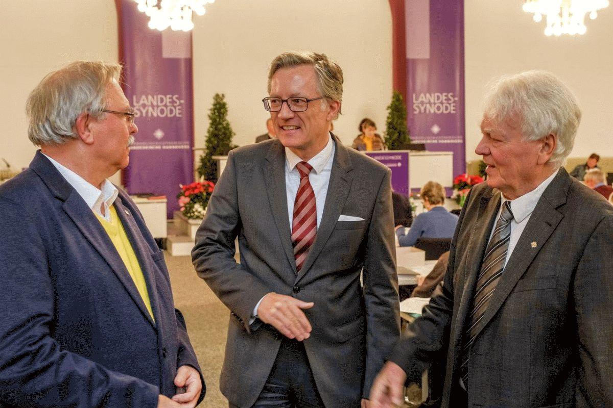 Silbernes Facettenkreuz für Alt-Synodenpräsidenten Albrecht Bungeroth und Jürgen Schneider