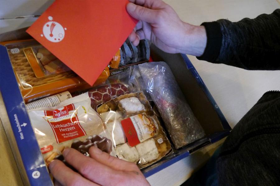 Wieder Rekord: 1.326 Weihnachtspakete für Menschen in Haft