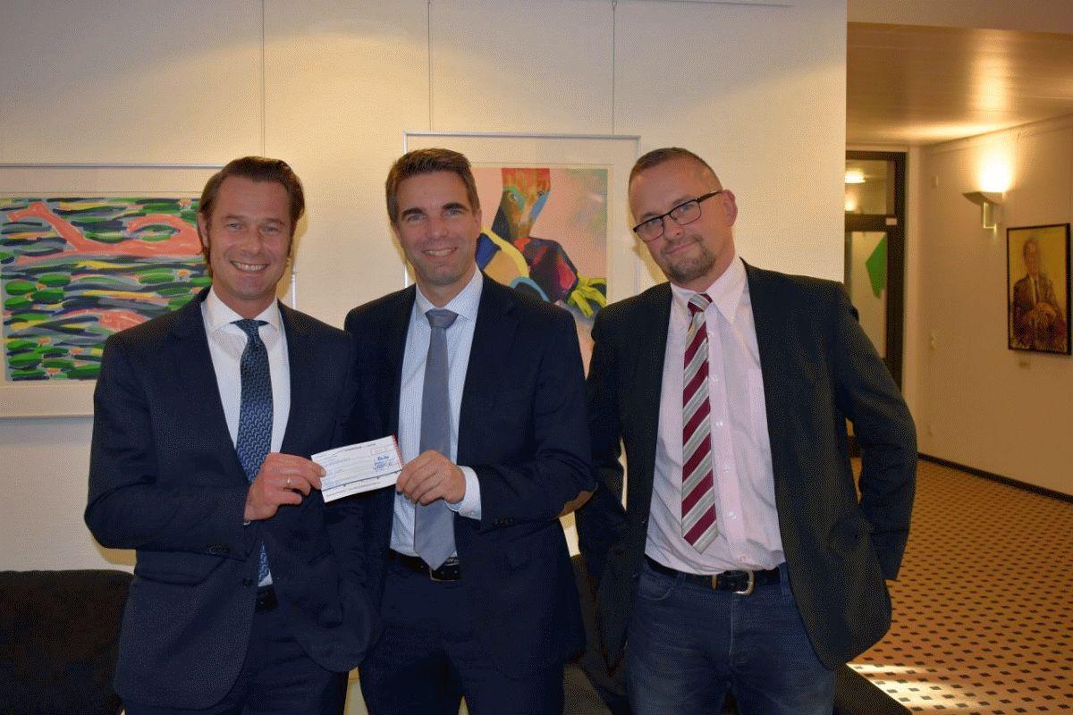 famila-Geschäftsleitung überreichte 1.500-Euro-Spende an OB Dr. Nigge