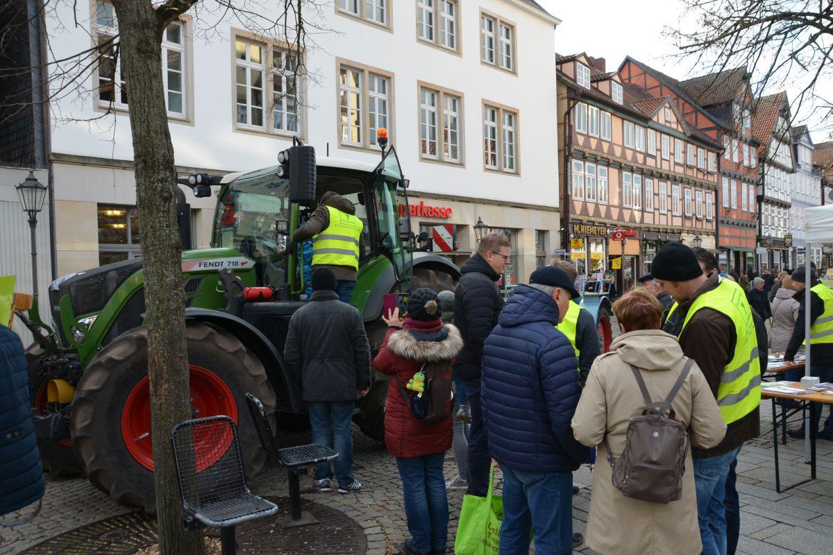 Dialog am Trecker – Celler Bauern auf der Straße