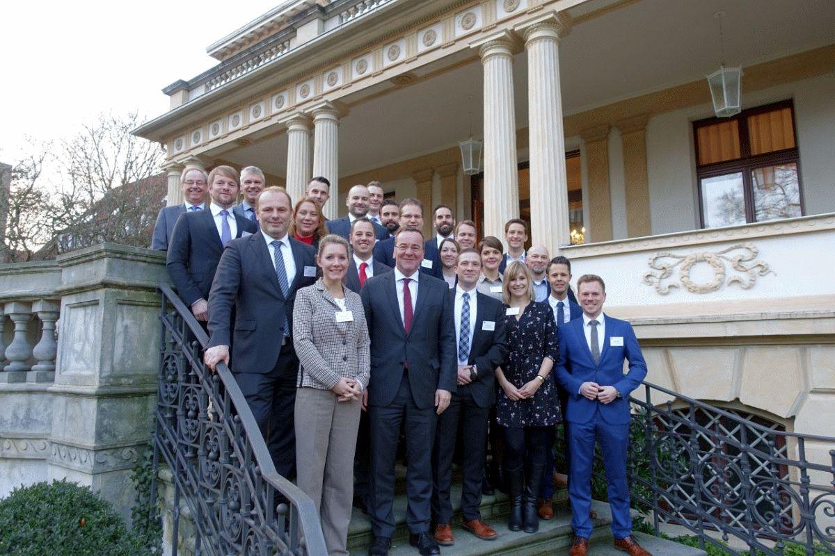 Innenminister Pistorius beglückwünscht neue Führungskräfte in der Polizei Niedersachsen