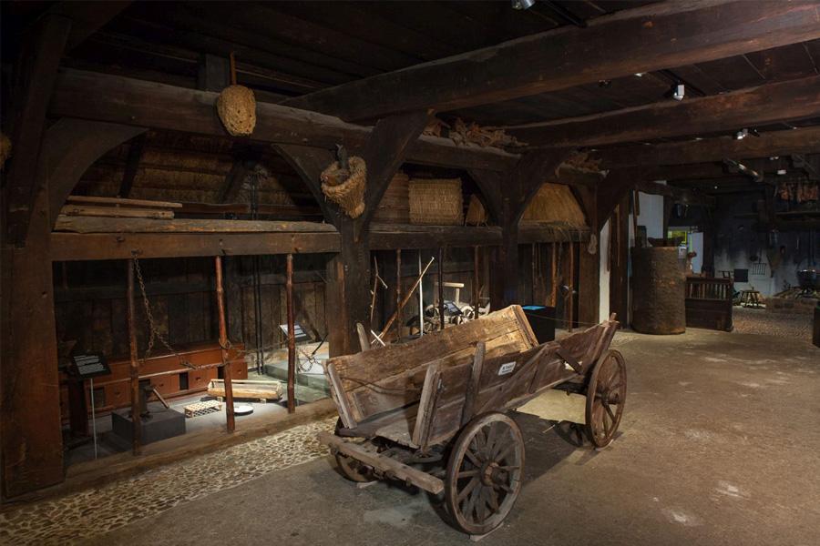 Op Platt dör't Burenhuus – Plattdeutsche Sonntagsführung im Bomann-Museum