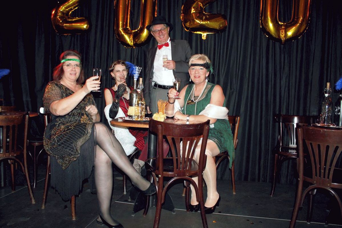 Silvester Party im 20ziger Jahre Style – K&B reist 100 Jahre zurück