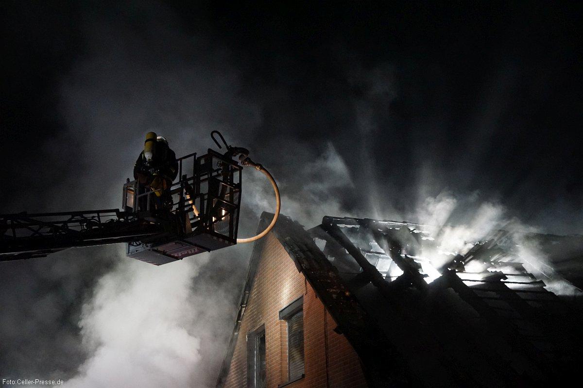 Wohnhausbrand in der Silvesternacht – Rauchmelder warnen Bewohner – Sachschaden ca. 100.000 Euro