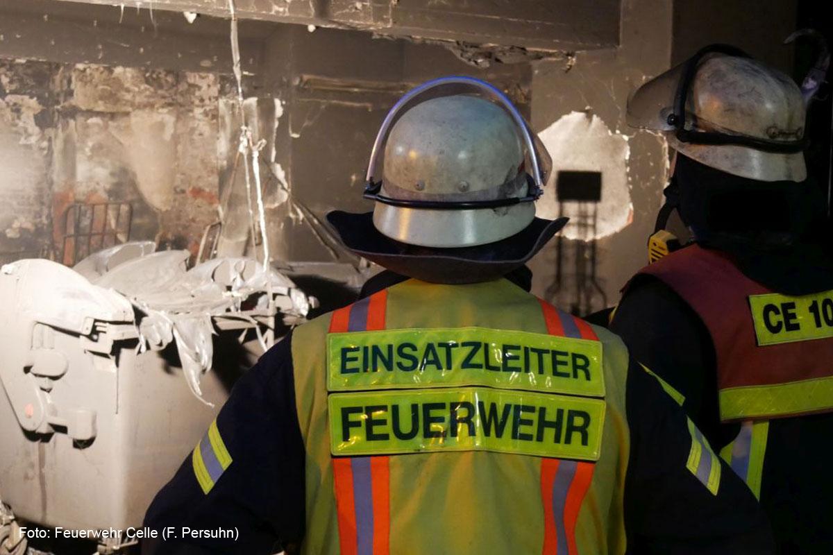 Feuer im Celler Bahnhof – Brennt Müll- und Lagerraum