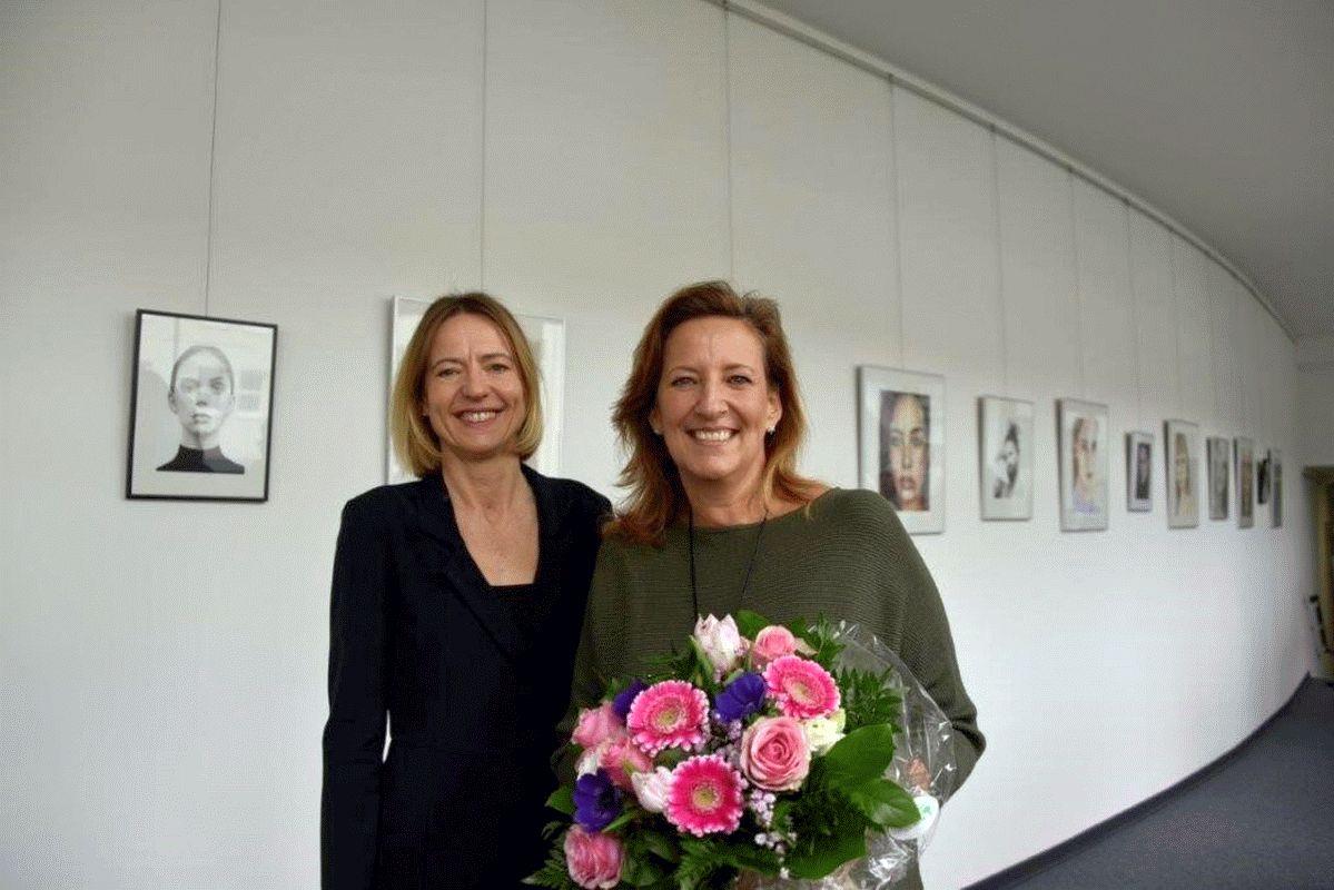 """Kunstaustellung im Oberlandesgericht: """"All eyes on you"""" – Zeichnungen und Bilder von Berbel Beseke"""