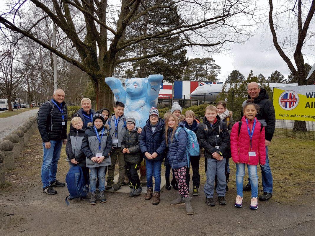 Luftbrücken-Arbeitsgemeinschaft der Grundschule Müden besucht Berlin –  Viertklässler auf den Spuren der Luftbrücke in der Hauptstadt