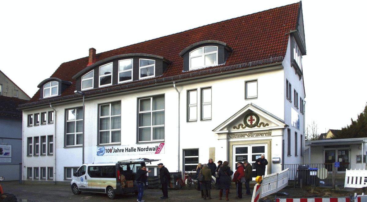Nordwall-Halle – Bürgerinitiative besichtigt und diskutiert