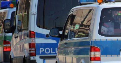 Einbrecher nach Verfolgung festgenommen – Täter liefern sich Verfolgungsfahrt mit der Polizei –  Polizeihubschrauber im Einsatz