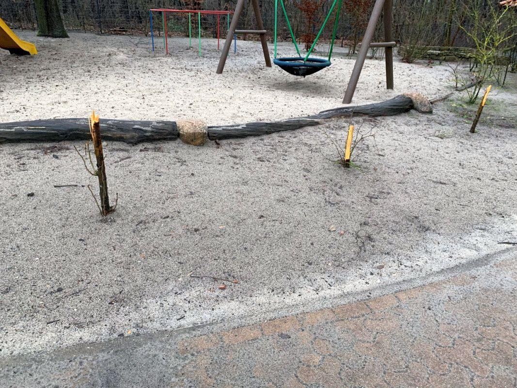 Vandalen verwüsten Pausenhof der Manfred-Holz-Grundschule Hambühren