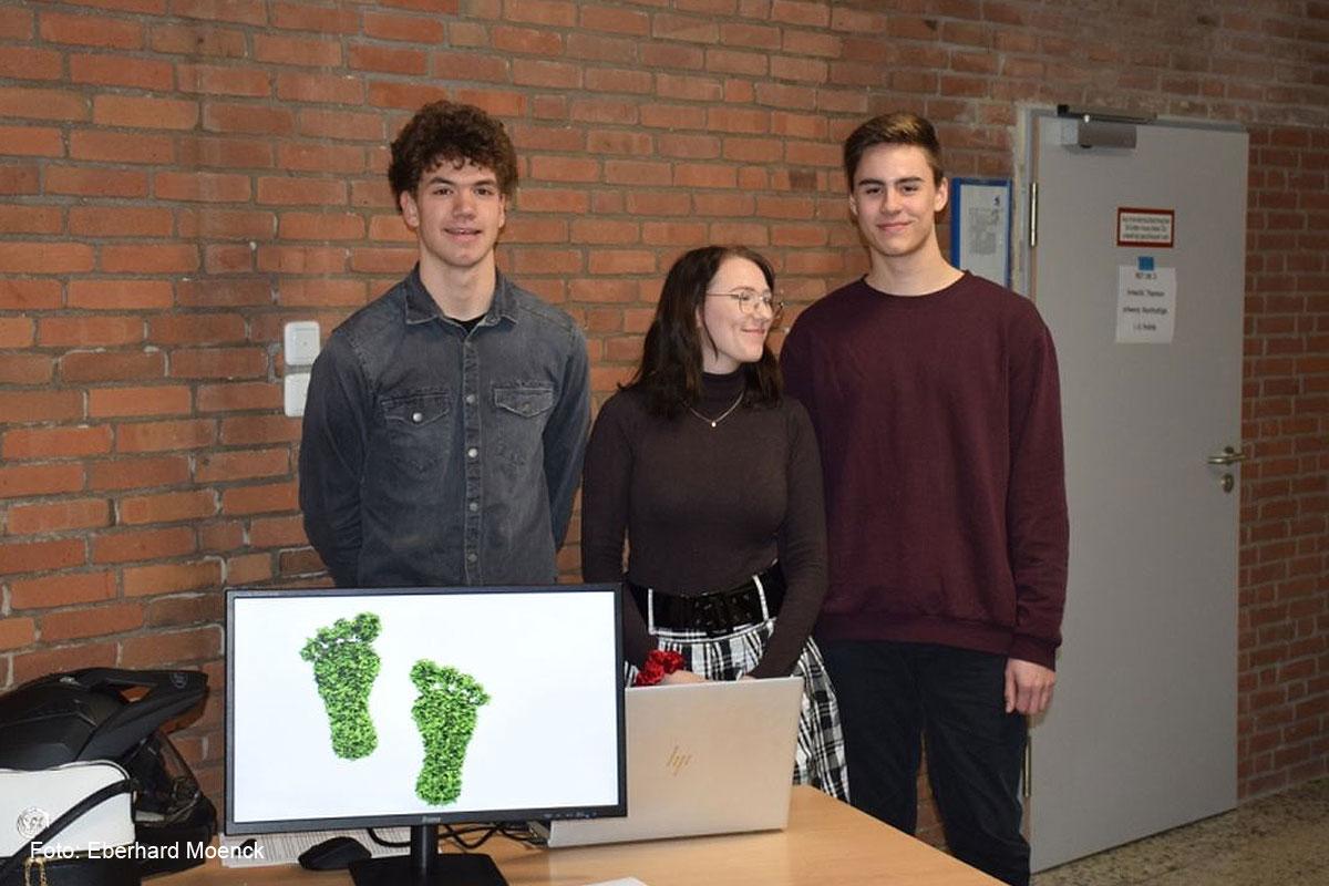 Wie verkleinere ich meinen CO2 Fußabdruck?  Projekte am Gymnasium Technik der Axel-Bruns-Schule zum Thema Nachhaltigkeit vorgestellt