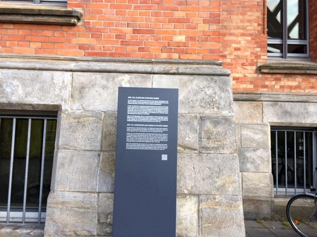 Stele am Rathaus erinnert an 8. April 1945