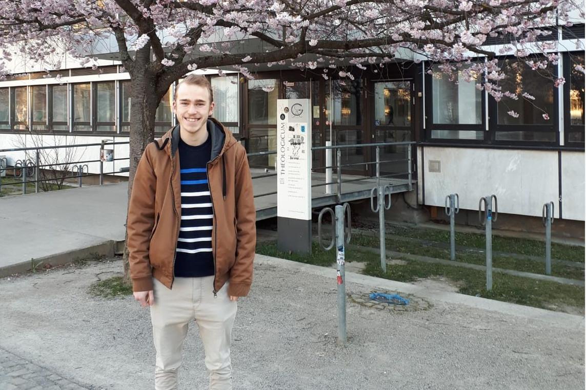 Vinzent Wiedemann berichtet über seine Schulzeit am Ernestinum und sein anschließendes Theologie-Studium