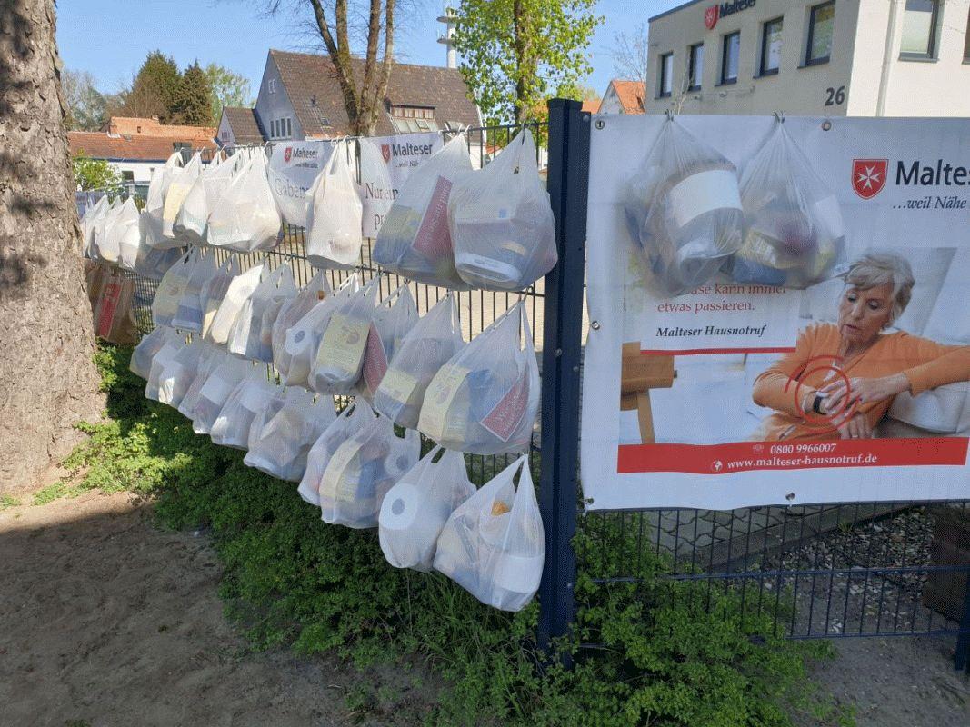 """""""Gabenzaun"""" –   Am 17. Mai unterstützt der Malteser Hilfsdienst in Celle ein weiteres Mal bedürftige Menschen in der Corona-Krise."""