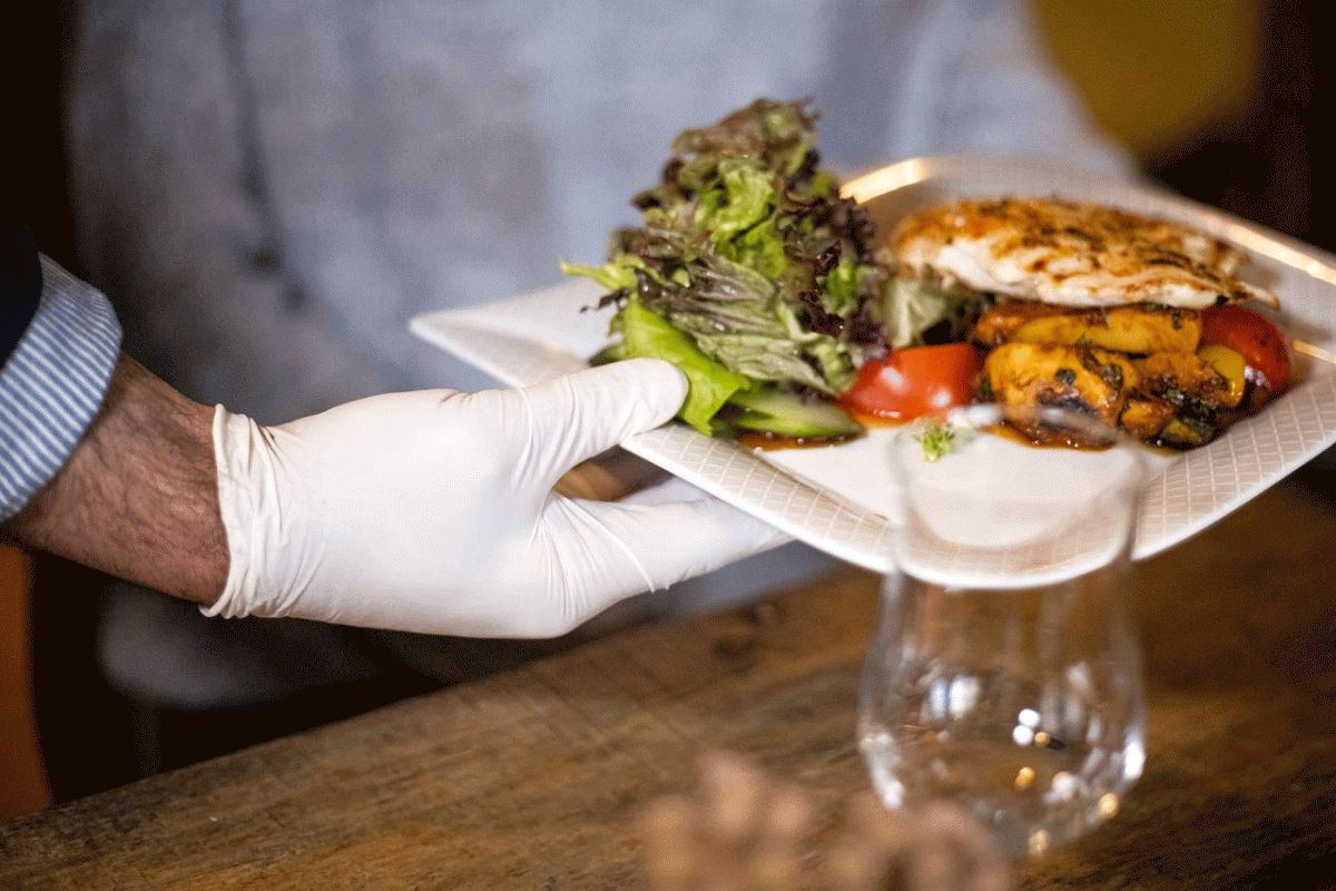 """Ausgehen unter Corona-Bedingungen – Gäste sollen Geduld mitbringen – Gastro-Öffnung im Kreis  Celle: """"Jedes Bier zählt"""""""