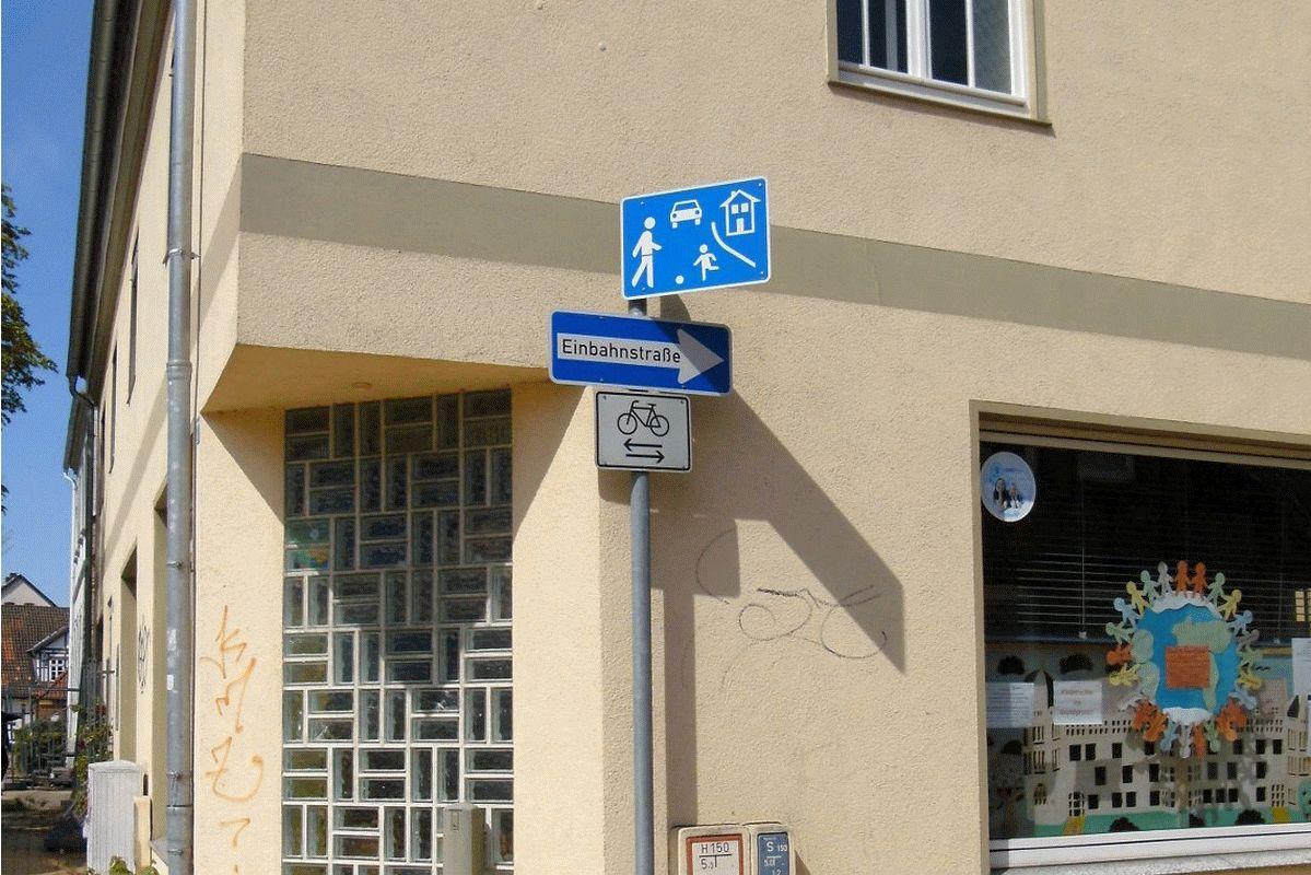 Neues Spielstraßenschild in der Neustadt
