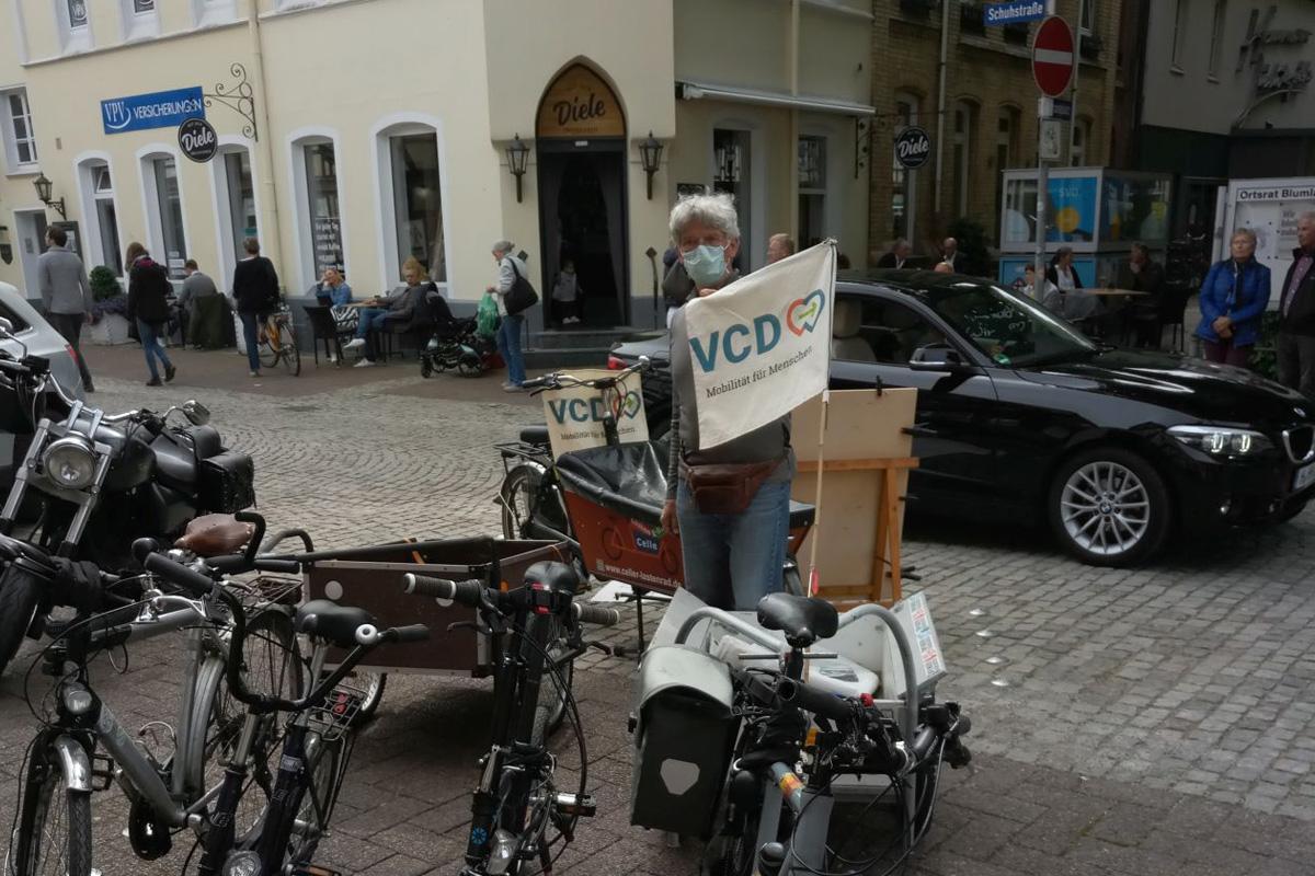 Aktivisten erobern sich in ganz Deutschland die Straße zurück: VCD fordert mehr Platz für zu Fuß Gehende und Radfahrende