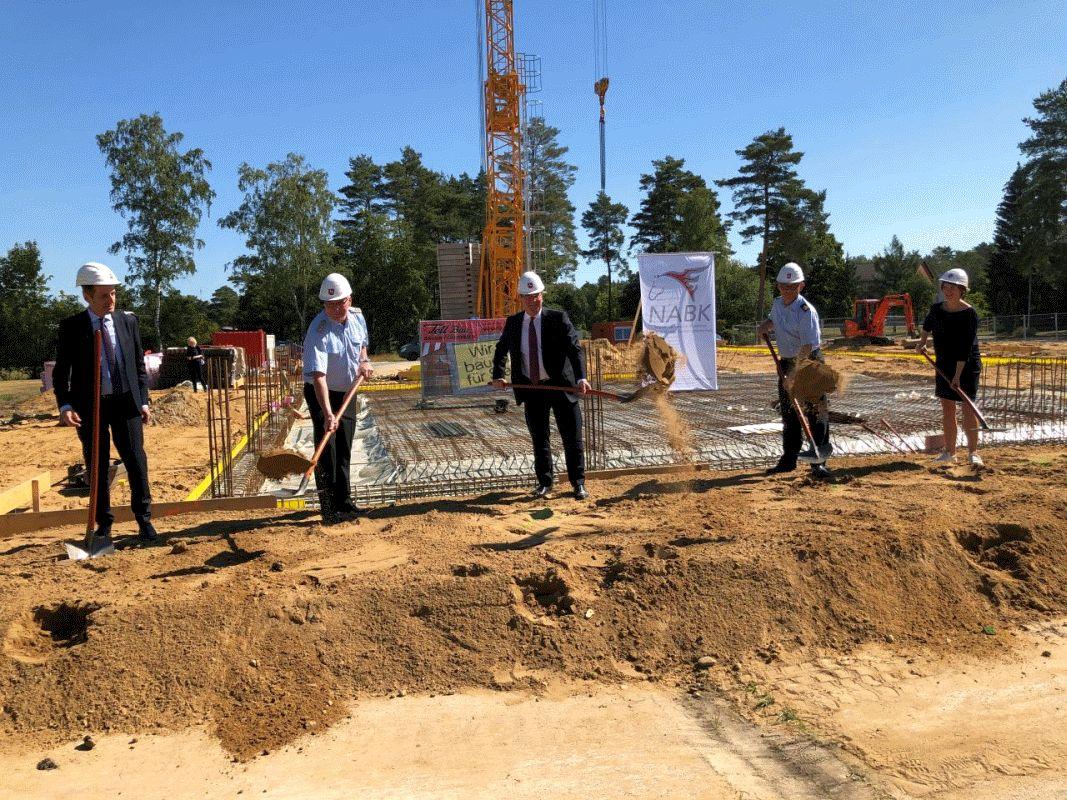 Übergabe von zwei Übungsgebäuden und Spatenstich für ein neues Wirtschaftsgebäude an der NABK Celle-Scheuen