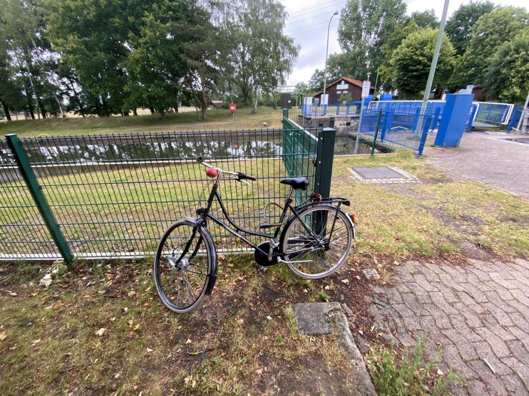 Fahrrad wartet auf Eigentümerin