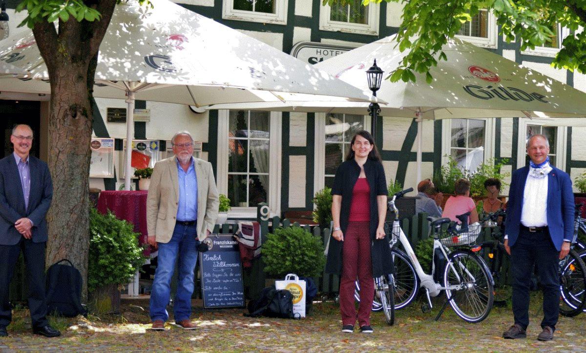 Kirsten Lühmann und Mathias Stein informieren sich über den Aller-Tourismus