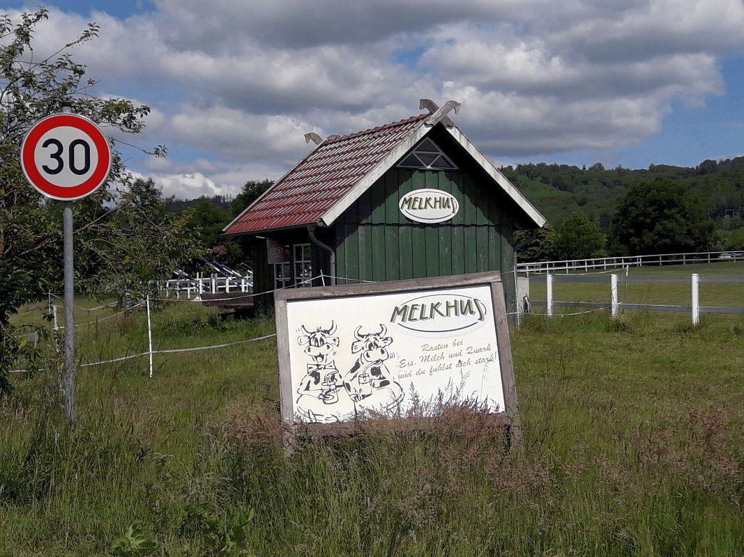 Mit dem Rad zur Milchbar und einfach genießen – 60 Melkhüs in Niedersachsen sind ideale Erfrischungsstationen – Neuer Flyer