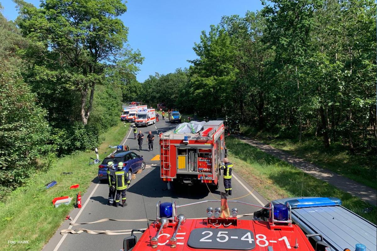 Eilmeldung: Tödlicher Verkehrsunfall auf der B214 *** aktualisiert
