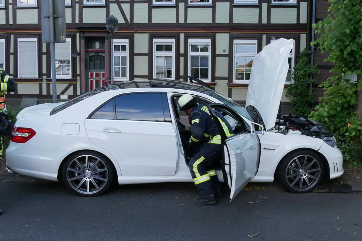 Verkehrsunfall in der Blumlage – Fahrer flüchtete – 30.000 € Sachschaden  *** aktualisiert
