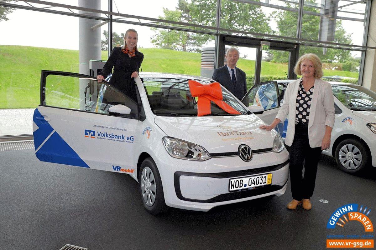 """Volksbank übergibt VR-Mobil an das Seniorenpflegeheim """"Haus Tabor"""""""