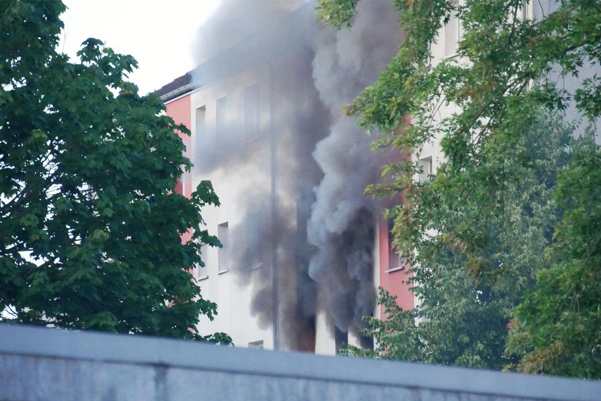 Wohnungsbrand im Nordfeld – 10 Personen aus Wohnungen gerettet *** aktualisiert