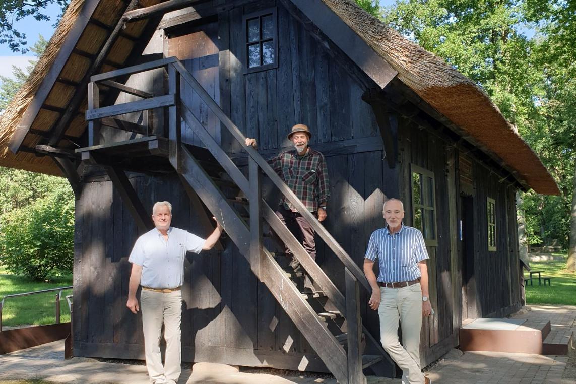 """Ausstellung """"Federwesen"""" im Treppenspeicher in Lutterloh eröffnet"""
