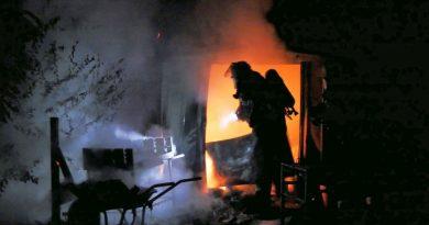 Gartenhütte brennt in Kleingartenkolonie