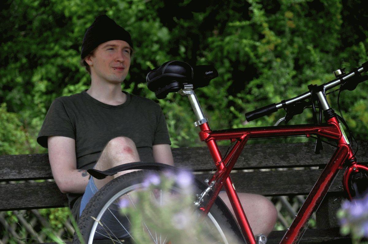 In Begleitung von Reh und Fuchs: Poetry Slammer Matti auf nächtlicher Radtour